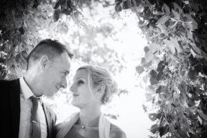 mariage-couple-nature-noir-et-blanc