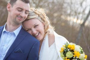 mariage-couple-printemps-jaune