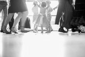 mariage-dancefloor-enfant-foule
