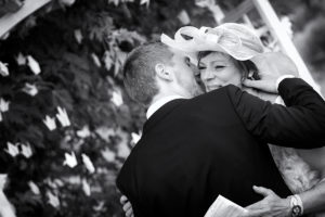 mariage-meuse-emotion-calin-mere-ceremonie-laique