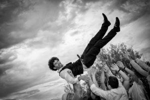 mariage-fete-porte-crowdsurfing