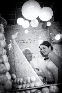 mariage-gateau-sur-le-vif-noir-et-blanc