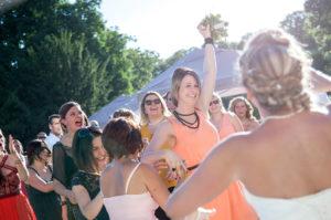 mariage-lancer-de-bouquet