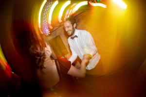 mariage-dancefloor-lumiere-jaune