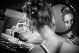 mariage-preparatifs-coiffure-miroir